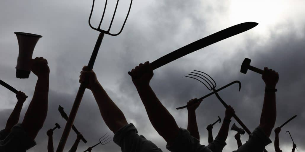 angry-crowd-with-pitchforks